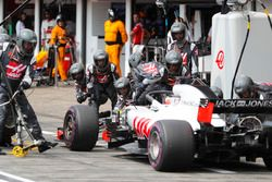 Romain Grosjean, Haas F1 Team VF-18, makes a