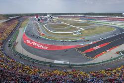 Sebastian Vettel, Ferrari SF71H, Valtteri Bottas, Mercedes AMG F1 W09, and Kimi Raikkonen, Ferrari SF71H, lead the field