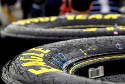 Lluvia sobe neumáticos Goodyear