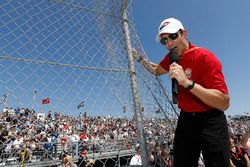 Helio Castroneves effectue le Start Your Engines