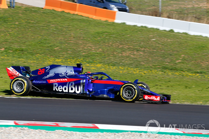 Brendon Hartley, Scuderia Toro Rosso STR13, sale de la pista