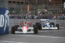 Ayrton Senna, Mclaren MP4/5B Honda leads Jean Alesi, Tyrrell 018 Ford as they battle hard at the front