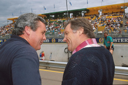 Alan Jones discute avec Patrick Head, Williams