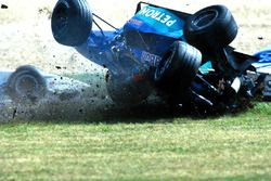 Crash: Pedro Diniz, Sauber C18