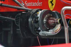 Un frein avant et un moyeu de roue avant de la Ferrari SF70H