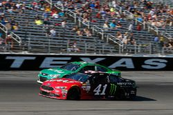 Kurt Busch, Stewart-Haas Racing Ford, Jeffrey Earnhardt, Circle Sport - The Motorsports Group Chevro