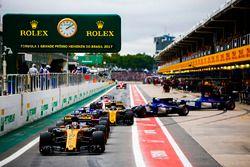 Nico Hülkenberg, Renault Sport F1 Team RS17, Brendon Hartley, Scuderia Toro Rosso STR12, Carlos Sain