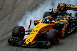Carlos Sainz Jr., Renault Sport F1 Team RS17, locks his brakes