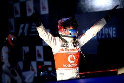 Yarış galibi Jenson Button, McLaren