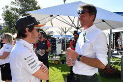 Fernando Alonso, McLaren et Gabriele Mazzarolo, PDG d'Alpinestars