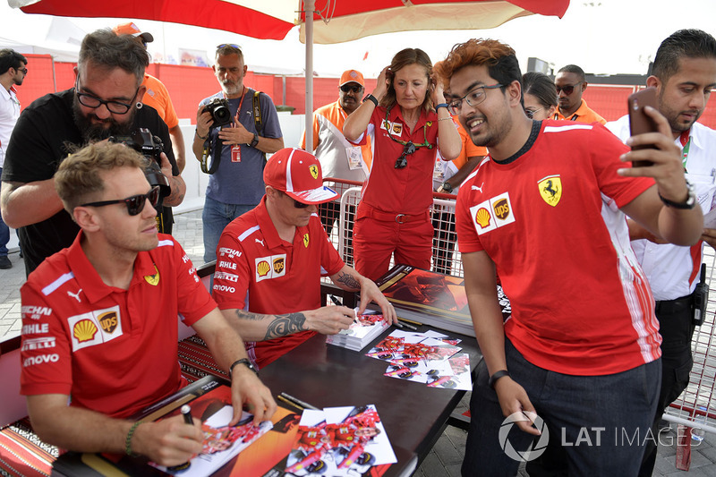 Sebastian Vettel, Ferrari fans selfie at the autograph session