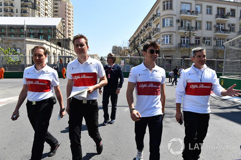Ознакомление с трассой: гонщик Alfa Romeo Sauber F1 Team Шарль Леклер и инженер Шеви Пухолар
