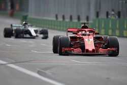 Sebastian Vettel, Ferrari SF71H voor Lewis Hamilton, Mercedes-AMG F1 W09 EQ Power+