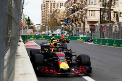 Max Verstappen, Red Bull Racing RB14 Tag Heuer, Carlos Sainz Jr., Renault Sport F1 Team R.S. 18, y Daniel Ricciardo, Red Bull Racing RB14 Tag Heuer