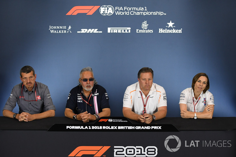 Guenther Steiner, Team Prinicipal, Haas F1 Team, Dr. Vijay Mallya, propriétaire de Force India, Zak Brown, PDG de McLaren Racing et Claire Williams, directrice adjointe de Williams, en conférence de presse
