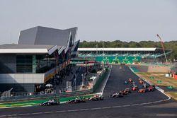 Pedro Piquet, Trident leads Giuliano Alesi, Trident and the rest of the field at the start of the race