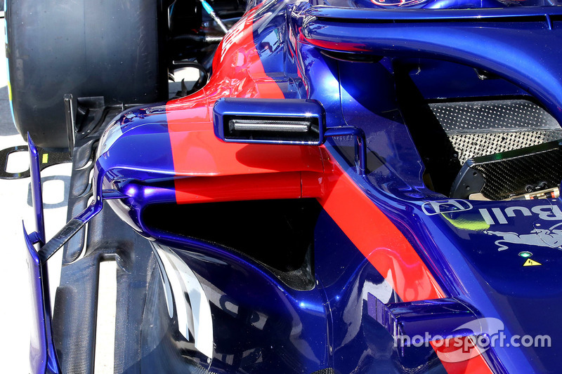 Un rétroviseur de la Toro Rosso STR13