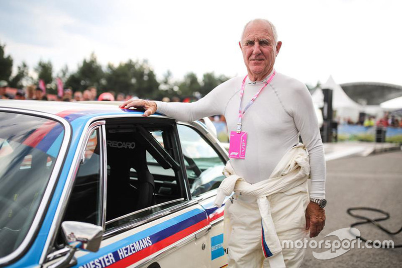 Toine Hezemans, BMW 3.0 CSL, durante la Legends Parade