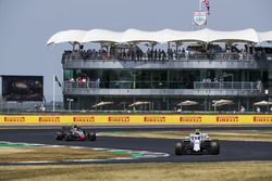 Sergey Sirotkin, Williams FW41, Kevin Magnussen, Haas F1 Team VF-18