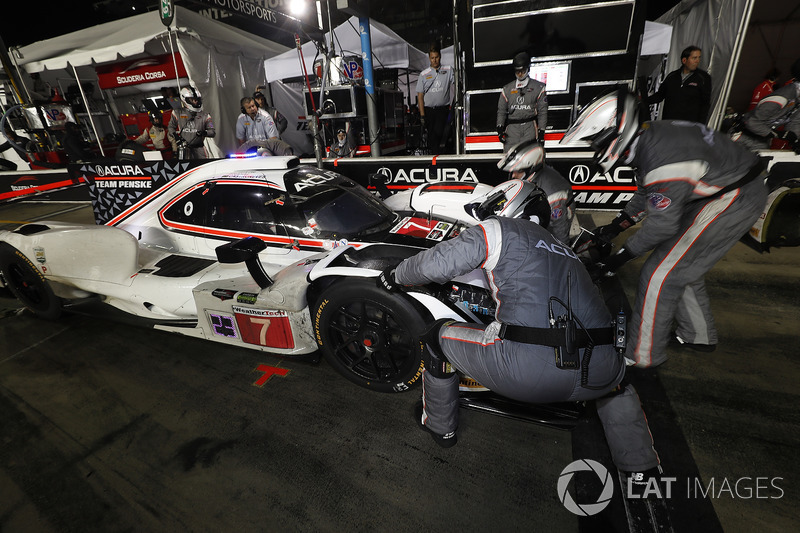 #7 Acura Team Penske Acura DPi, P: Helio Castroneves, Ricky Taylor, Graham Rahal, pit stop, nose change