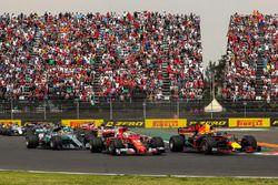 Max Verstappen, Red Bull Racing RB13, botst met Sebastian Vettel, Ferrari SF70H