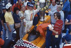 Race winner Johnny Rutherford, McLaren M16C