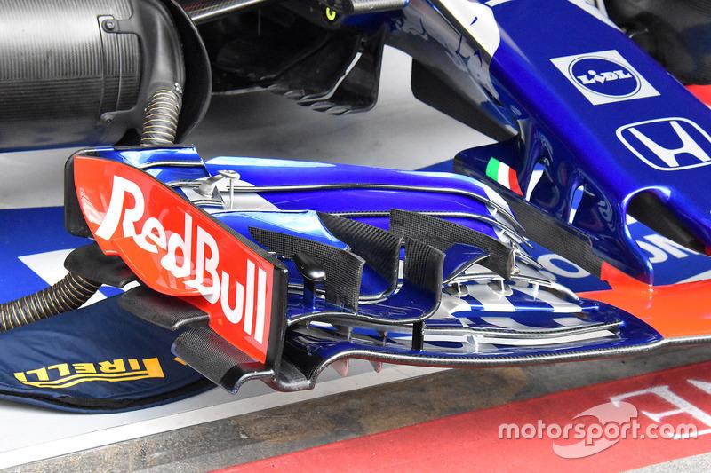 Scuderia Toro Rosso STR13 detail front wing