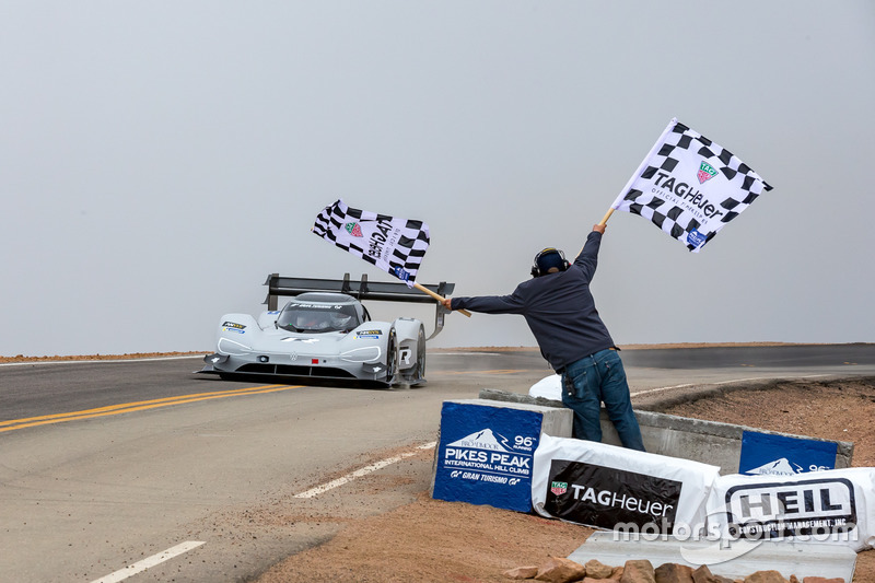 Checkered flag #94 Romain Dumas, Volkswagen I.D. R Pikes Peak