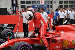 Tercero Sebastian Vettel, Ferrari en parc ferme
