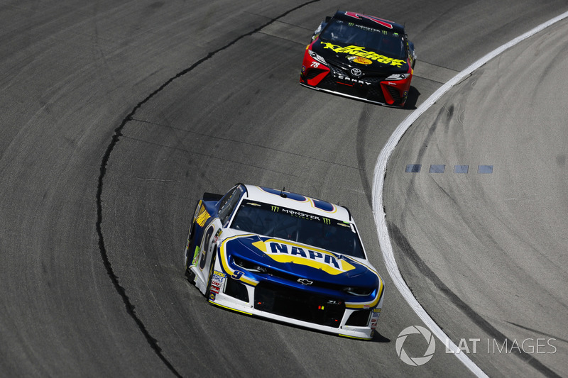 Chase Elliott, Hendrick Motorsports, Chevrolet Camaro NAPA Auto Parts e Martin Truex Jr., Furniture Row Racing, Toyota Camry 5-hour ENERGY/Bass Pro Shops