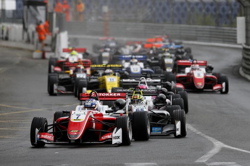 Au départ, Ralf Aron, PREMA Theodore Racing Dallara F317 - Mercedes-Benz mène