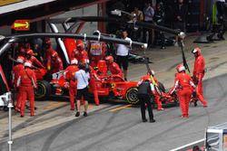 Kimi Raikkonen, Ferrari SF71H retires from the race