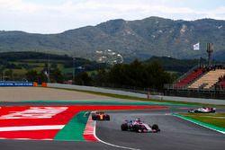 Sergio Perez, Force India VJM11, Stoffel Vandoorne, McLaren MCL33 et Marcus Ericsson, Sauber C37