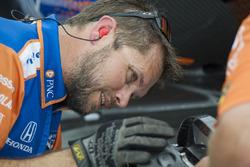 Scott Dixon crewman, Chip Ganassi Racing Honda