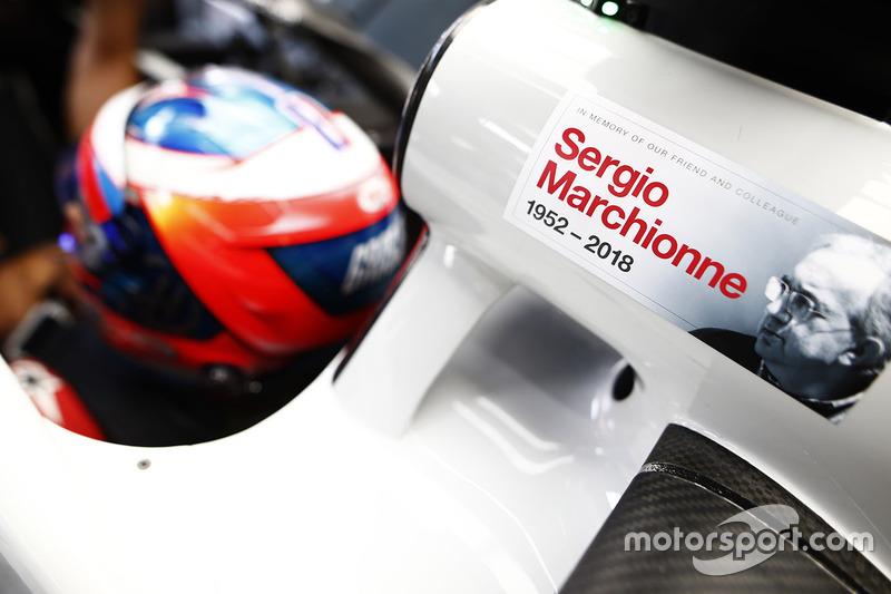 Посвящение Серджио Маркионне на автомобиле Haas F1 Team VF-18 Ромена Грожана
