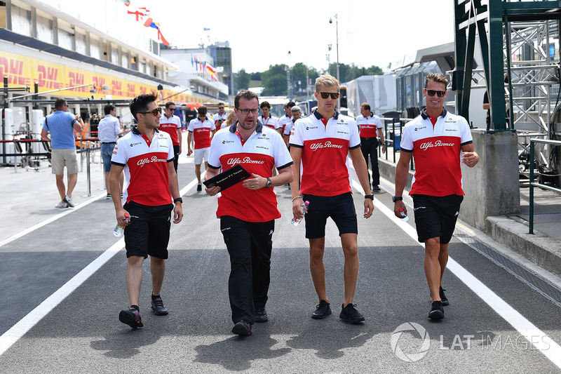 Marcus Ericsson, Sauber, cammina lungo il circuito
