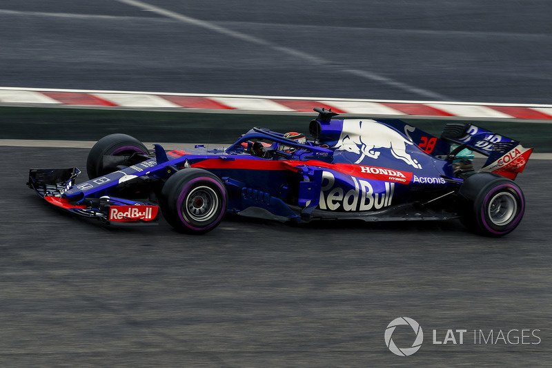 Brendon Hartley, Scuderia Toro Rosso STR13 runs wide