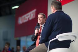 Nigel Mansell op de Autosport Stage met Henry Hope-Frost