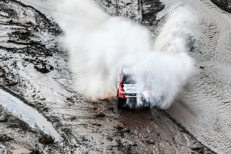 #304 Toyota Gazoo Racing Hilux: Жінель де Вільєр, Дірк фон Цітцевітц