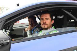 L'acteur Orlando Bloom avec Alejandro Agag, PDG Formule E, dans le Safety Car