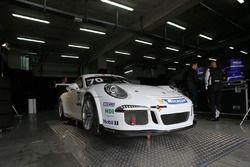 La Porsche 911 GT3 Guest Car nel garage