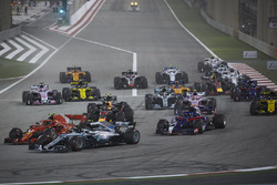 Valtteri Bottas, Mercedes AMG F1 W09, Kimi Raikkonen, Ferrari SF71H, Pierre Gasly, Toro Rosso STR13 Honda, Daniel Ricciardo, Red Bull Racing RB14 Tag Heuer, Esteban Ocon, Force India VJM11 Mercedes, Lewis Hamilton, Mercedes AMG F1 W09, and the remainder of the field at the start of the race