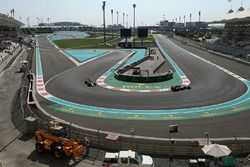 Sergio Perez, Sahara Force India VJM10, Fernando Alonso, McLaren MCL32