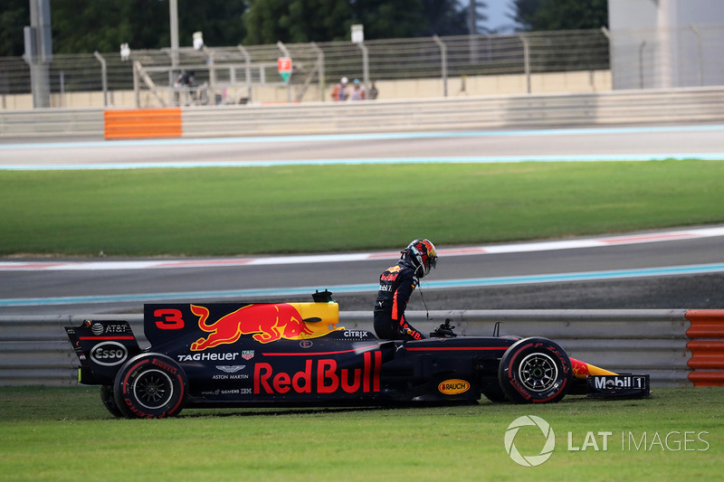 Daniel Ricciardo, Red Bull Racing RB13 se rertira