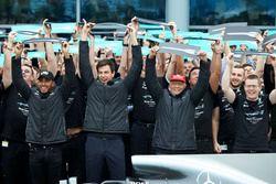 Lewis Hamilton F1 de Mercedes AMG, Toto Wolff, Director Ejecutivo de Mercedes AMG F1, Niki Lauda, Pr