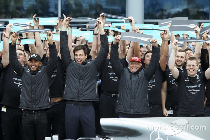 Lewis Hamilton, Mercedes AMG F1, Toto Wolff, Executive Director Mercedes AMG F1, Niki Lauda, Non-Exe