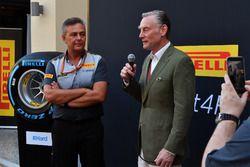 شون براتشز، المدير العام للعمليات التجارية وماريو إيزولا، مُدير التسابق في بيريللي