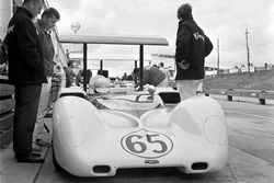 Phil Hill, Chaparral 2E Chevrolet