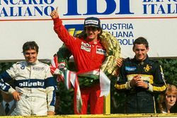 Podium: race winner Alain Prost, McLaren, second place Nelson Piquet, Brabham, third place Ayrton Se