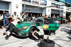 Pit stop, #2 Black Falcon Mercedes-AMG GT3: Abdulaziz Al Faisal, Hubert Haupt, Yelmer Buurman, Gabriele Piana